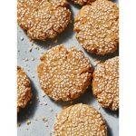 מתכון להכנת עוגיות טחינה עם שקדים לשבירת הצום שאפשר גם להכין עם הילדים